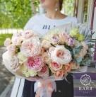 Букет с пионовидными розами и пионами «Принцесса Диана»