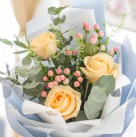 Букет с розами «В объятиях неба»