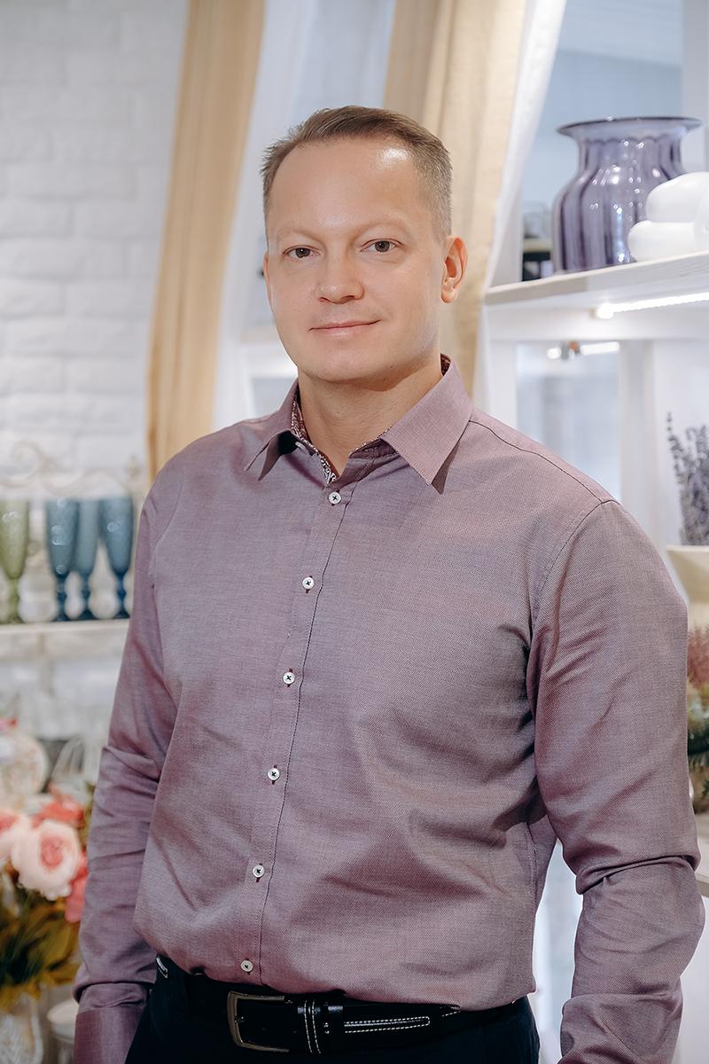 Сергей - основатель студии, директор, флорист-декоратор